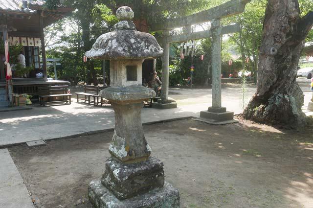 八坂神社の常夜灯(右)