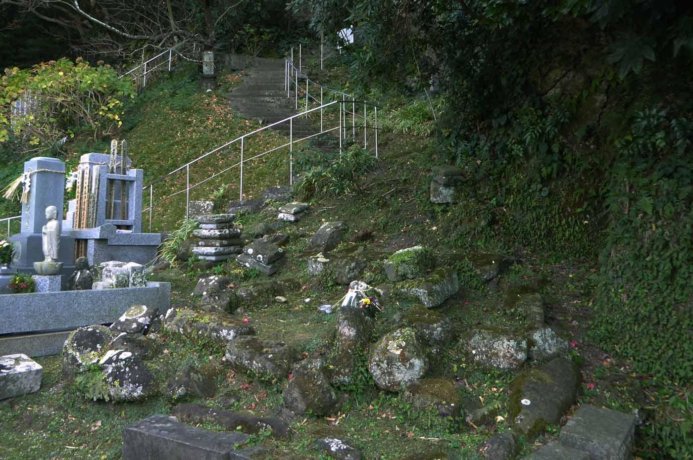 岩屋への階段の画像2