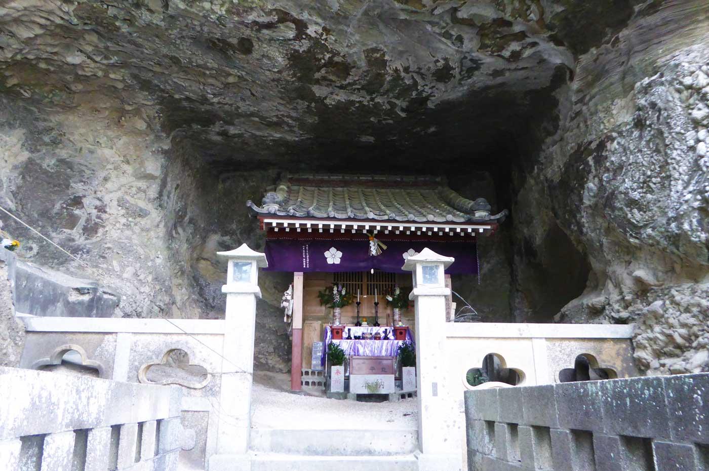 役行者を祀る岩屋の画像