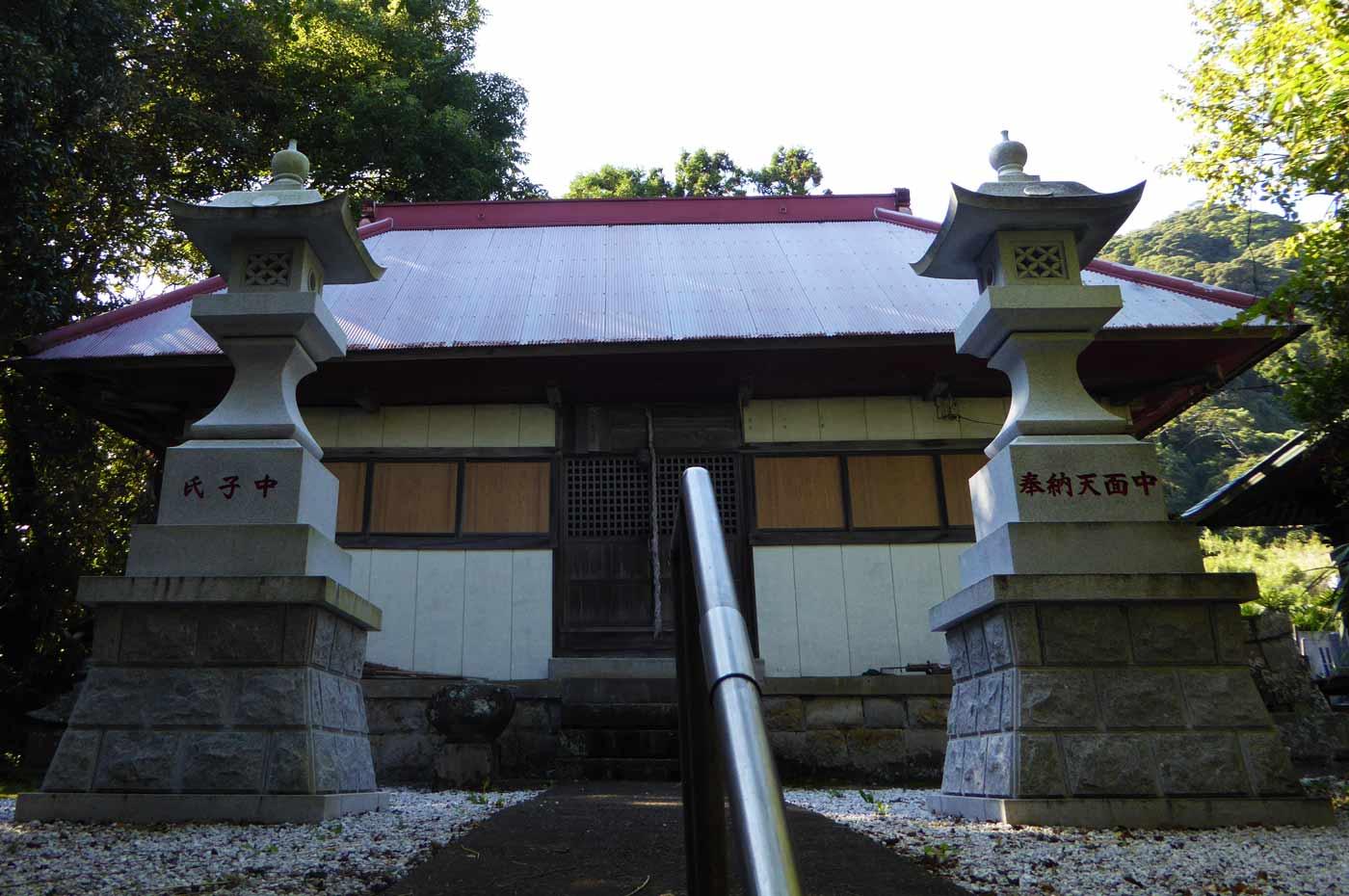 如来堂横の神社