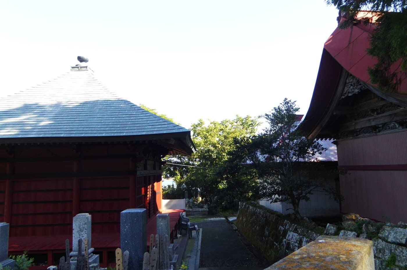 天面善光寺の裏庭
