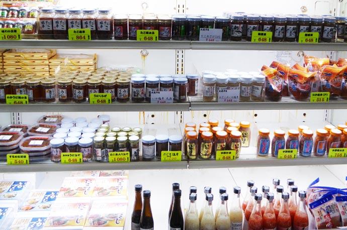 塩辛等の瓶詰の珍味コーナーの画像