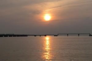 館山夕日桟橋から見た夕日の画像