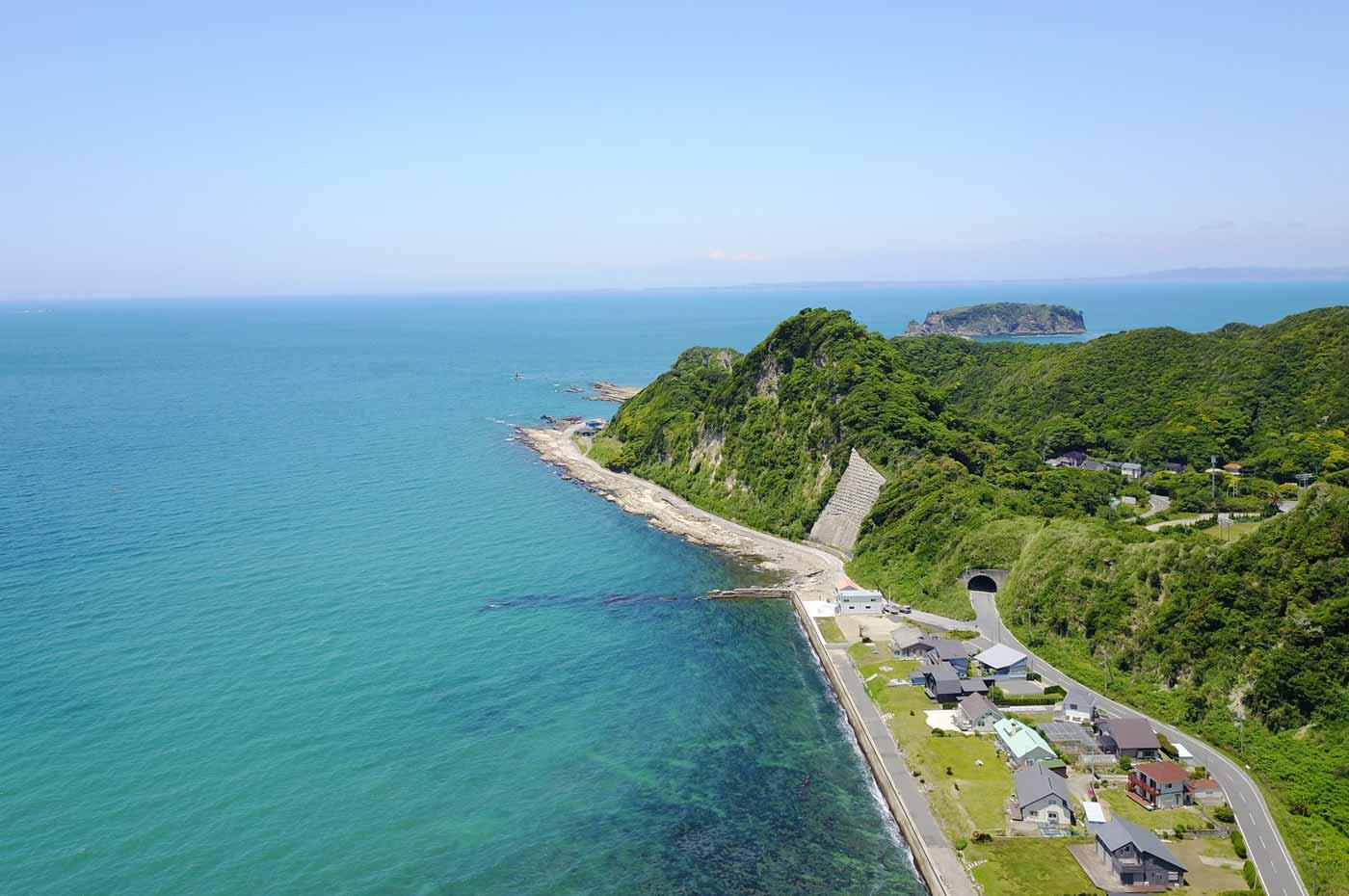 岩井海水浴場から西ヶ崎を望む(空撮)