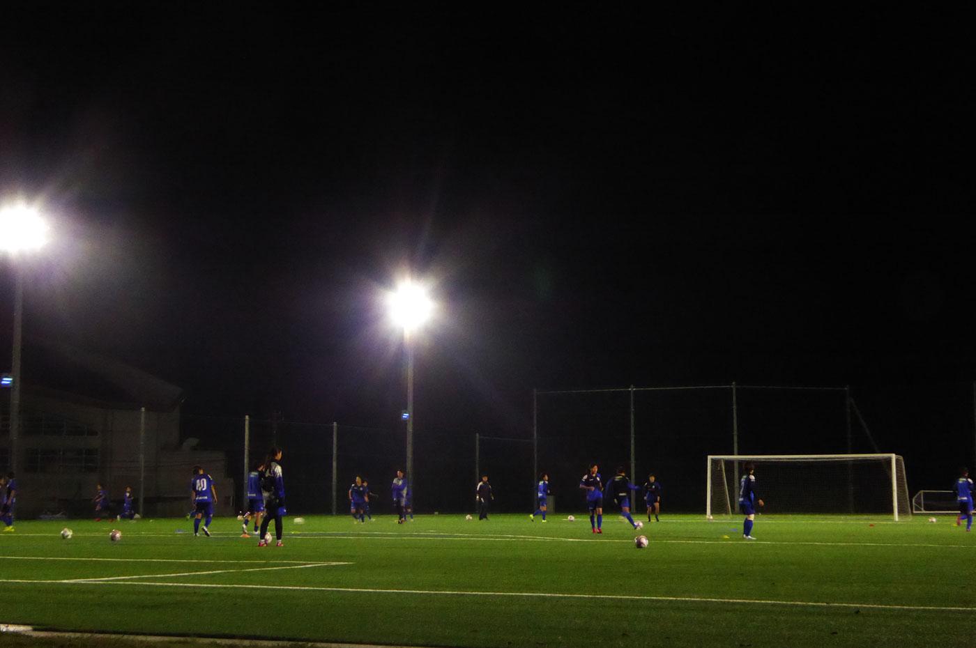 サッカーのナイター風景