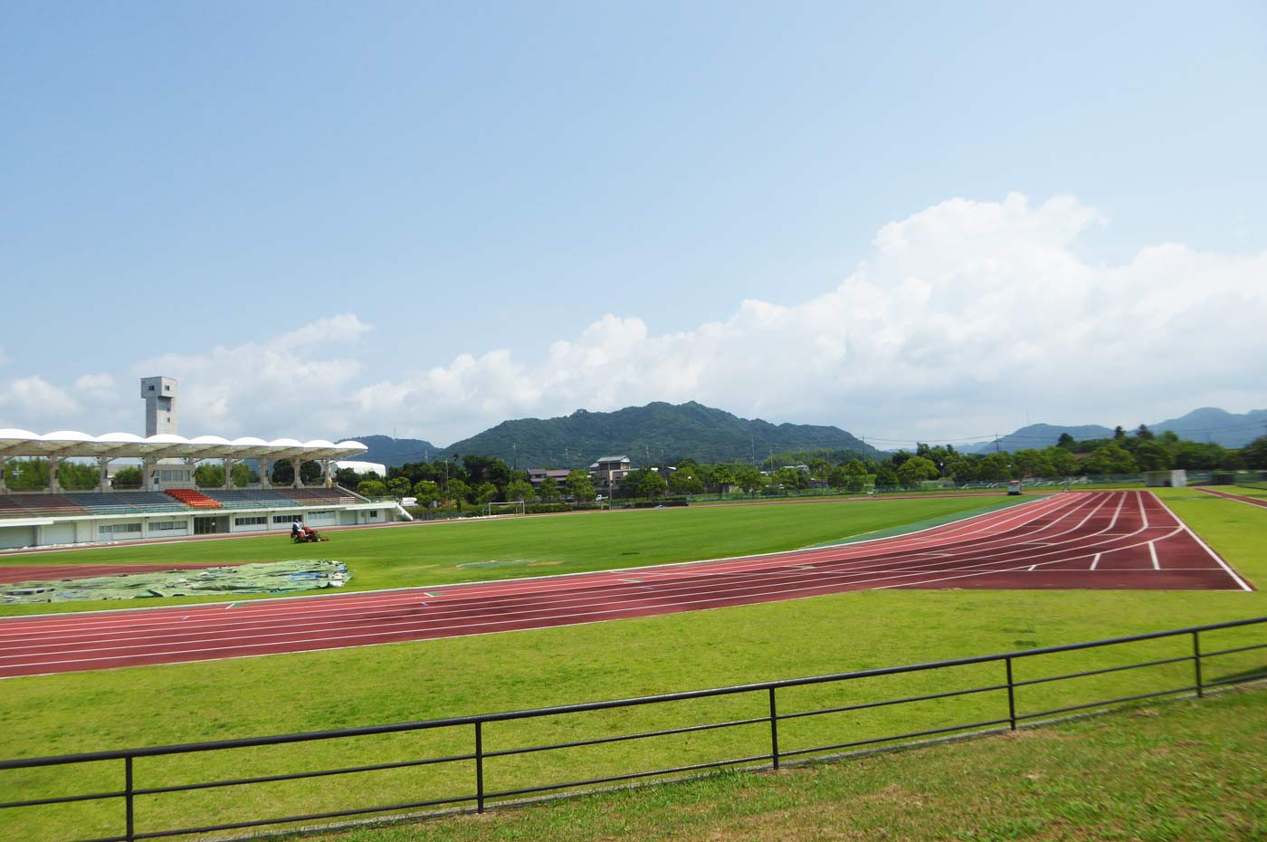 鴨川総合運動施設のの陸上競技場