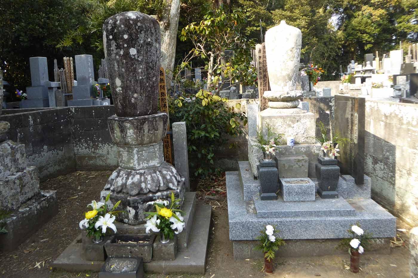 雄譽霊巖上人の墓