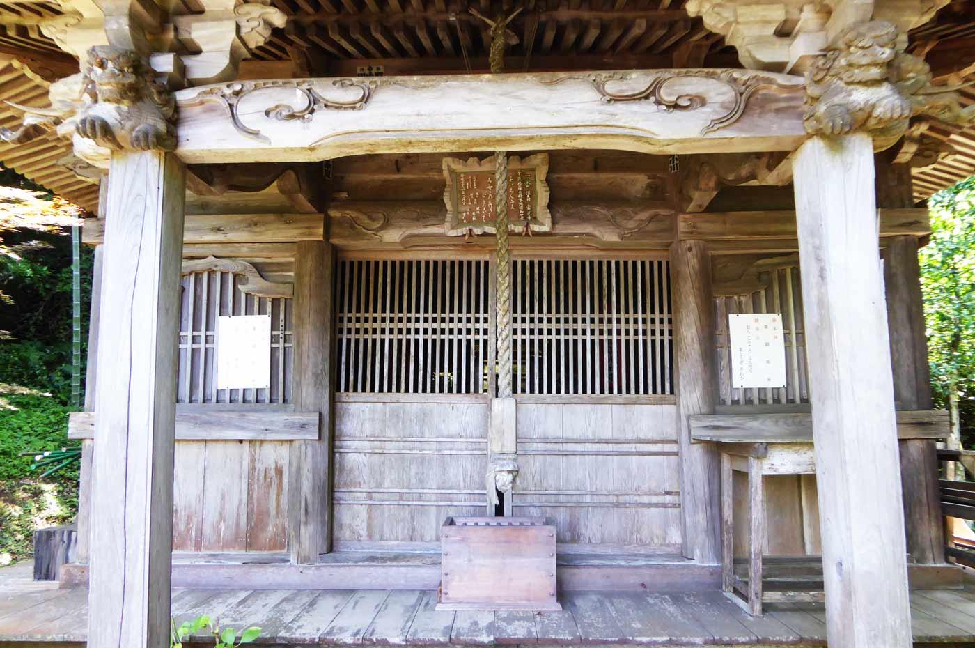 常光寺の薬師堂のアップ