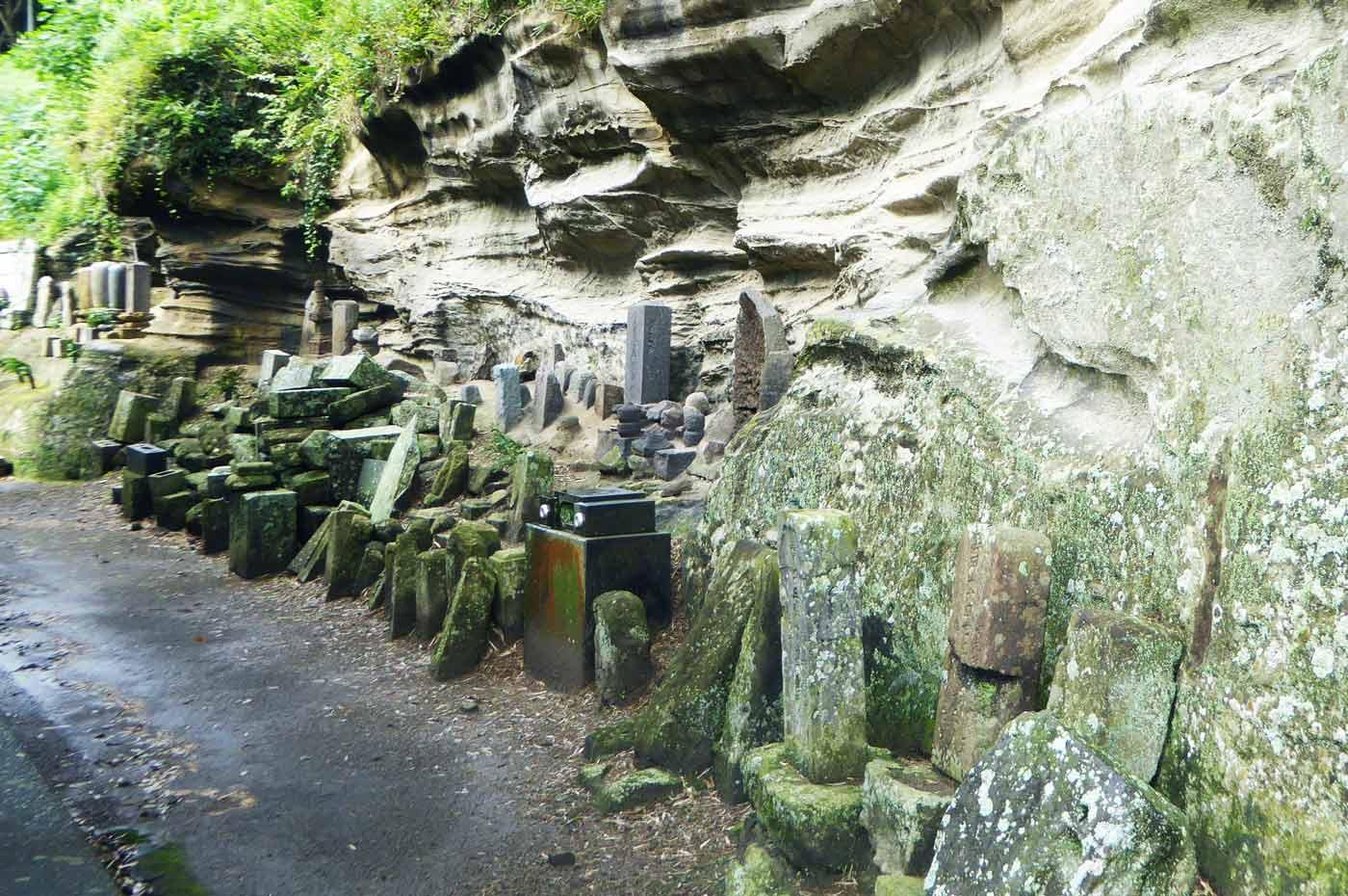 正文寺の石塔群