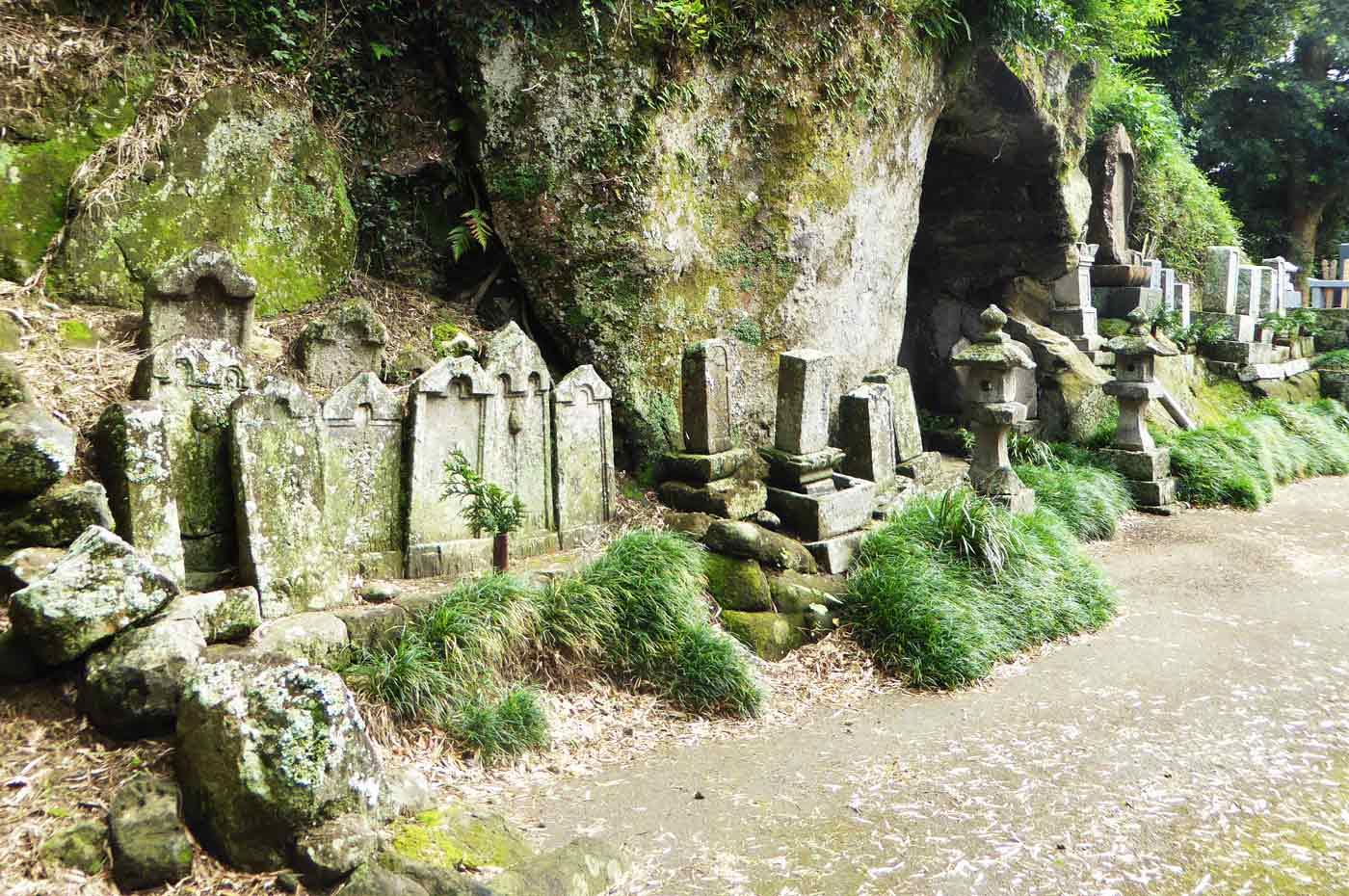 正文寺の中世の石塔