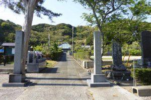 東光寺参道と本堂の画像