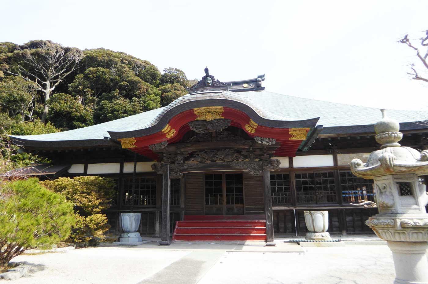 保田妙本寺の本堂
