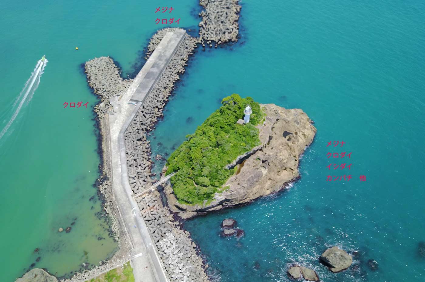 鴨川港の灯台島全景を空撮