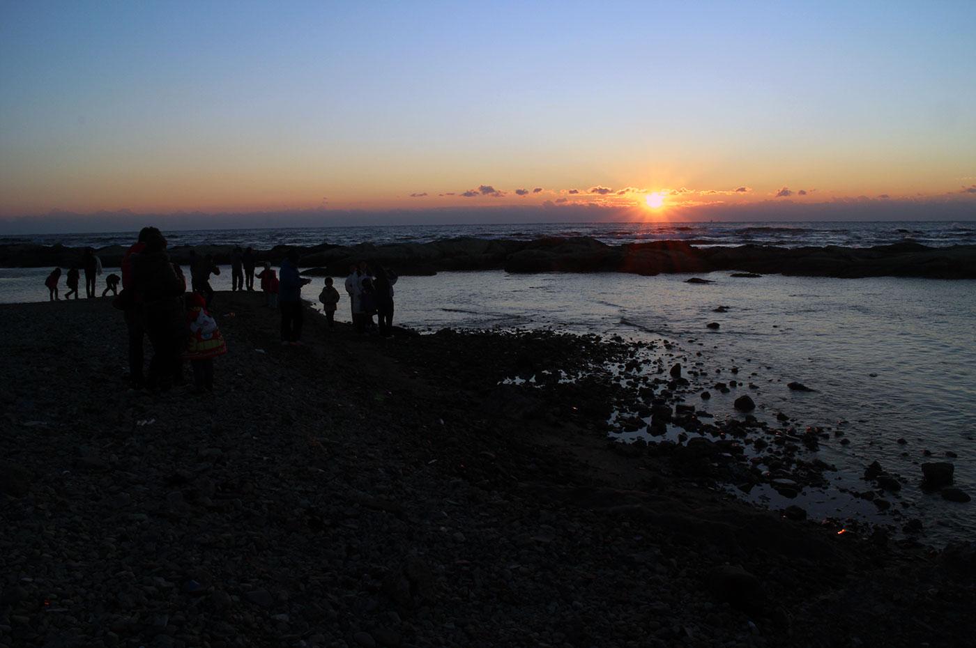 千倉 潮風王国 初日の出を眺める人々