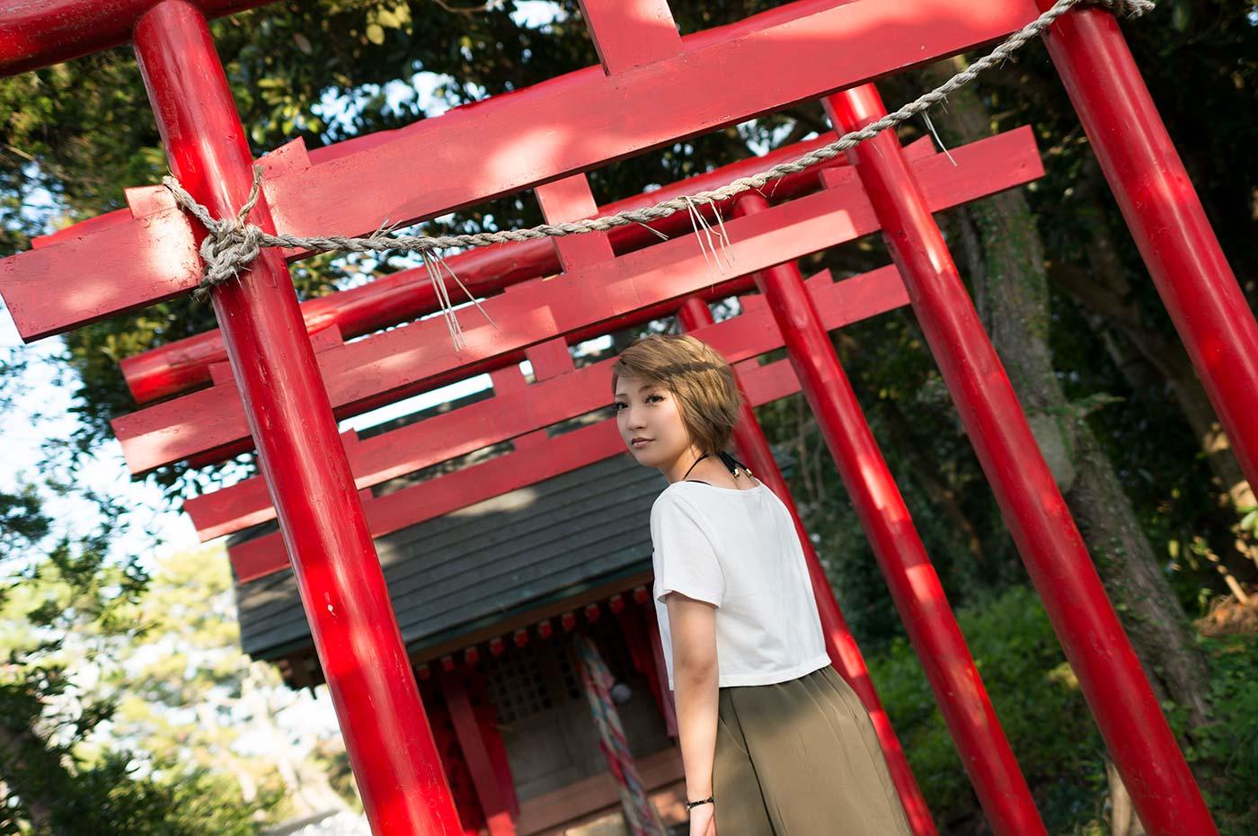 野島崎灯台 厳島神社 赤鳥居の前から