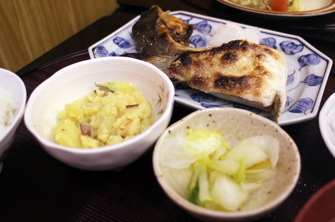 ぶりカマの塩焼き定食