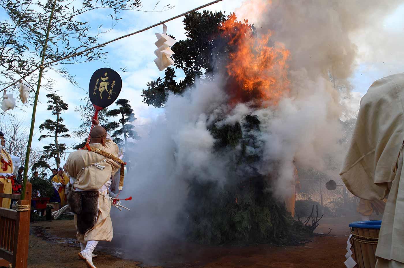 南房総家族時間 燃え上がる護摩の炉