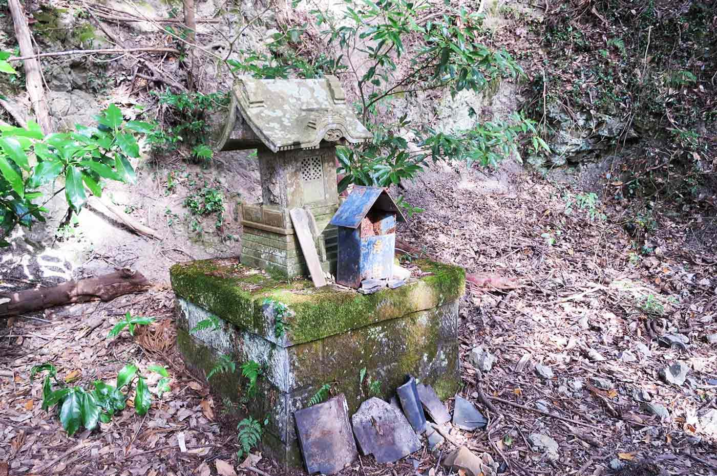花嫁街道 金比羅神社の石祠