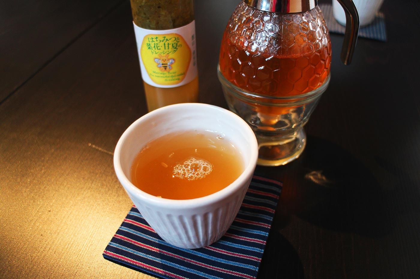 一二三養蜂園 カフェ123の蜂蜜レモンティー