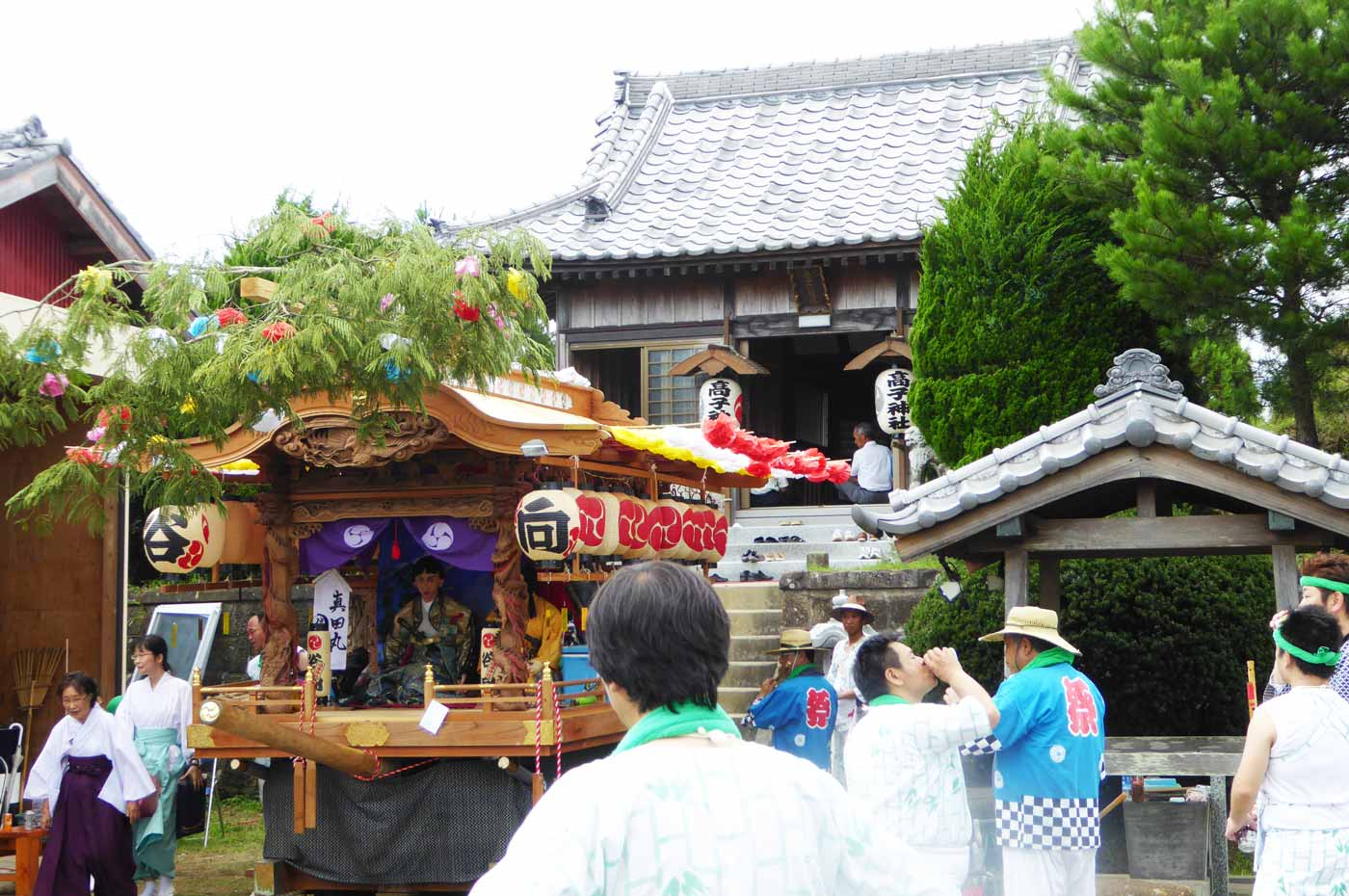高子神社の拝殿
