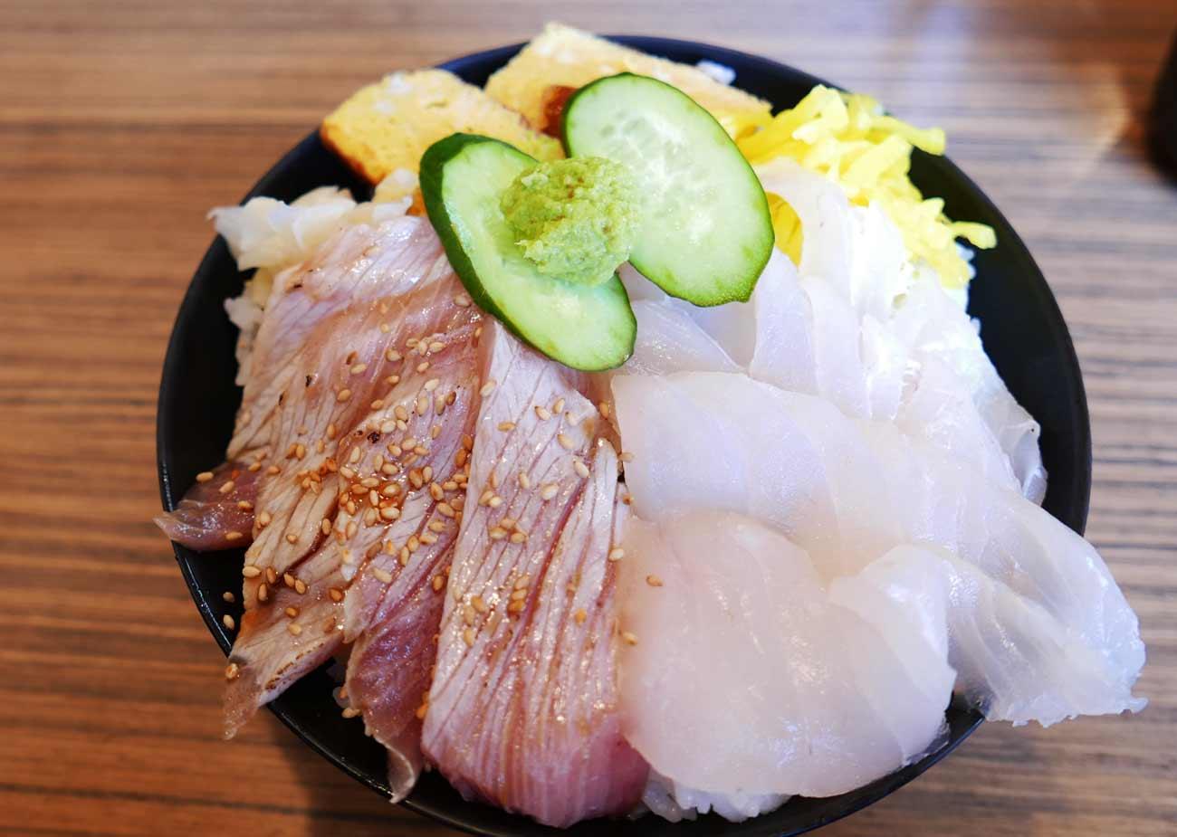 地魚2種丼の画像