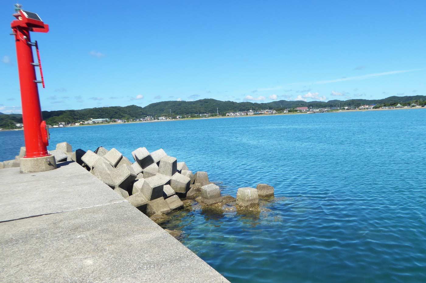 富浦新港右側の防波堤
