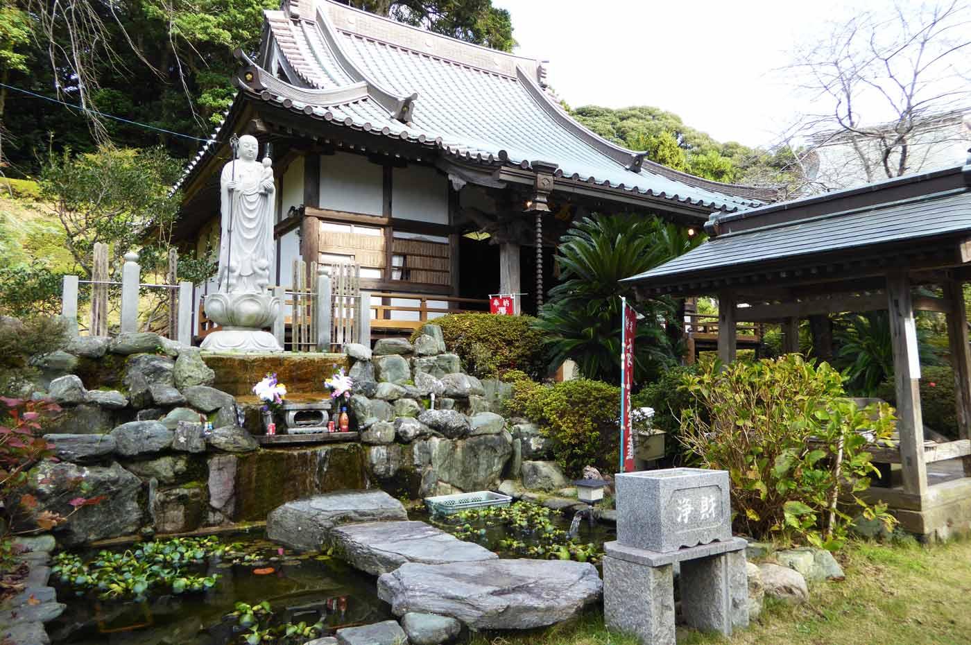 真野寺の本堂