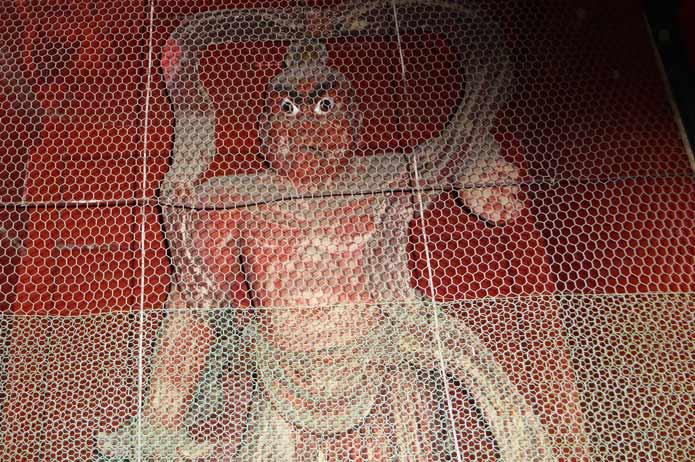 石堂寺の仁王像(右)の画像