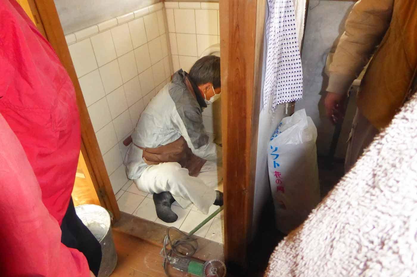 古民家再生 トイレ修復の様子