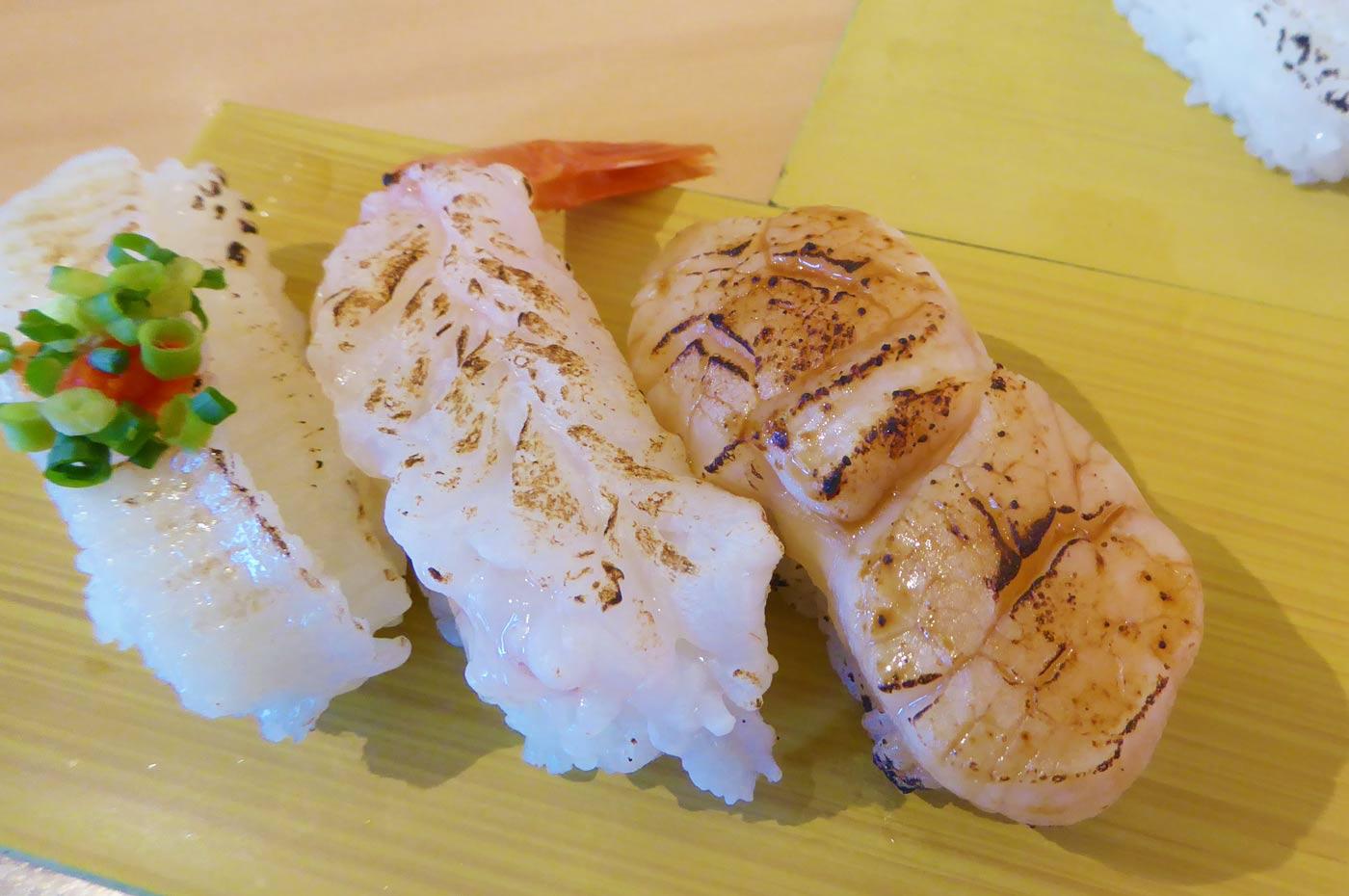 エンガワ/エビ/ホタテの握り寿司