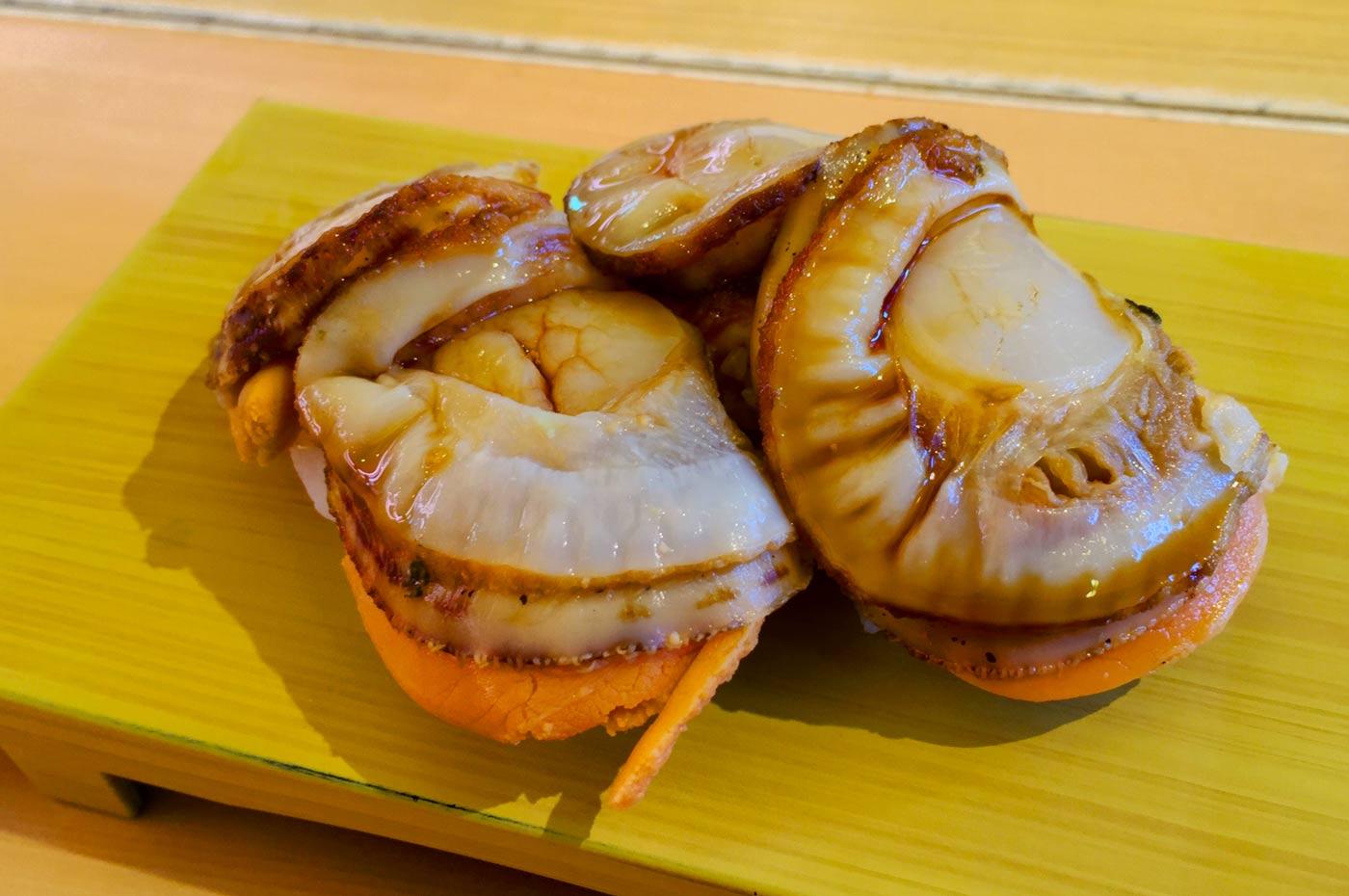 煮ホタテの握り寿司