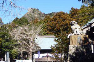 平久里天神社から見た伊予ヶ岳