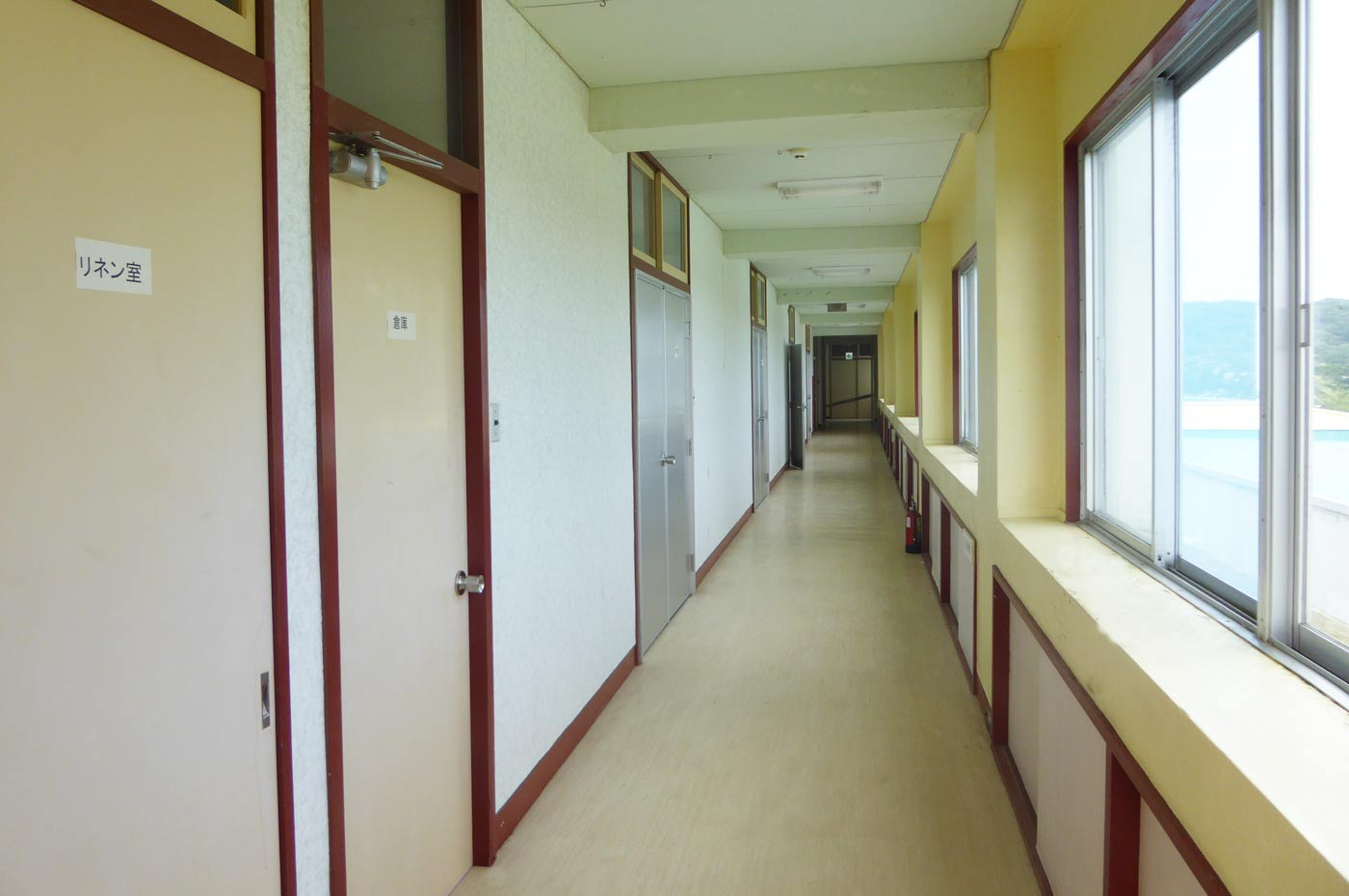 館山シーサイドビレッジの宿泊棟の廊下