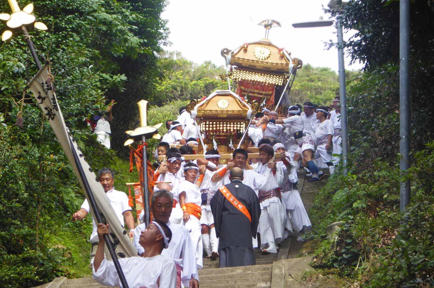 洲崎神社の2基の神輿