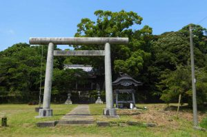 愛宕神社の鳥居と境内