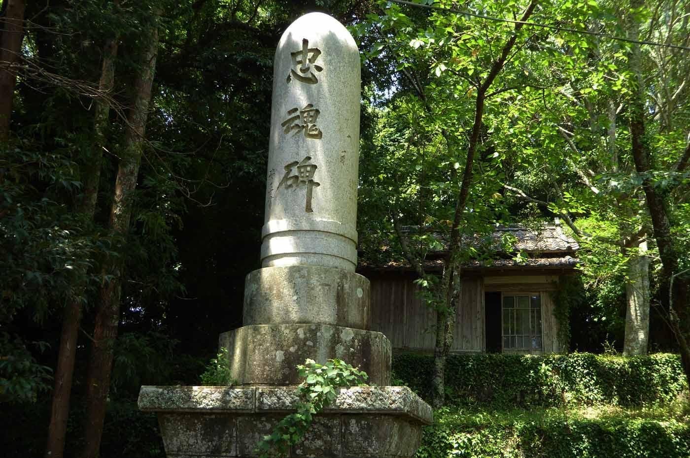 愛宕神社の忠魂碑