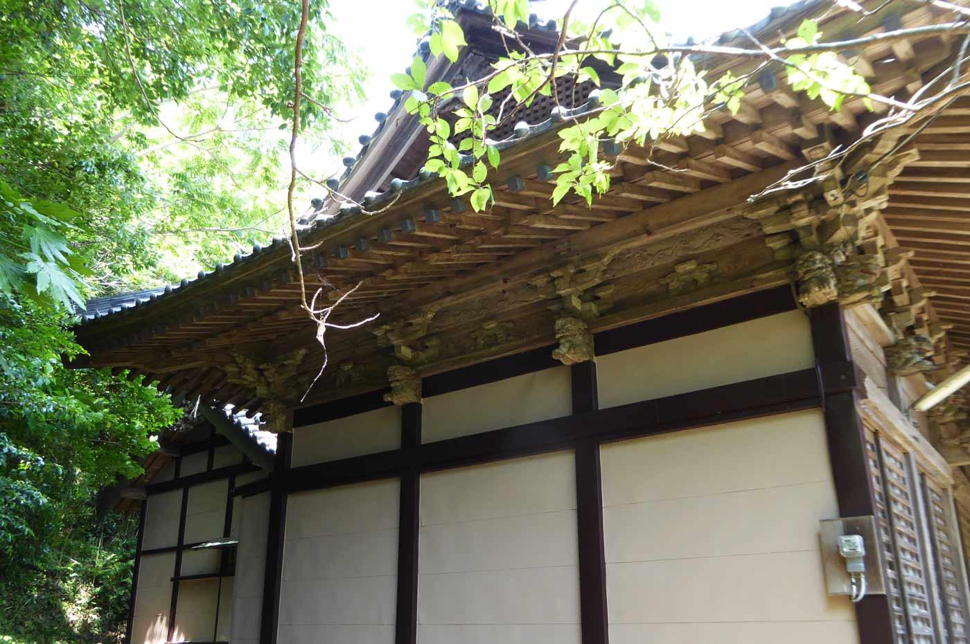 愛宕神社の拝殿と本殿