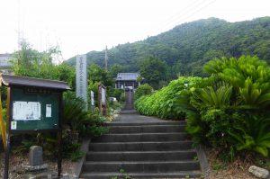 西蓮寺の参道