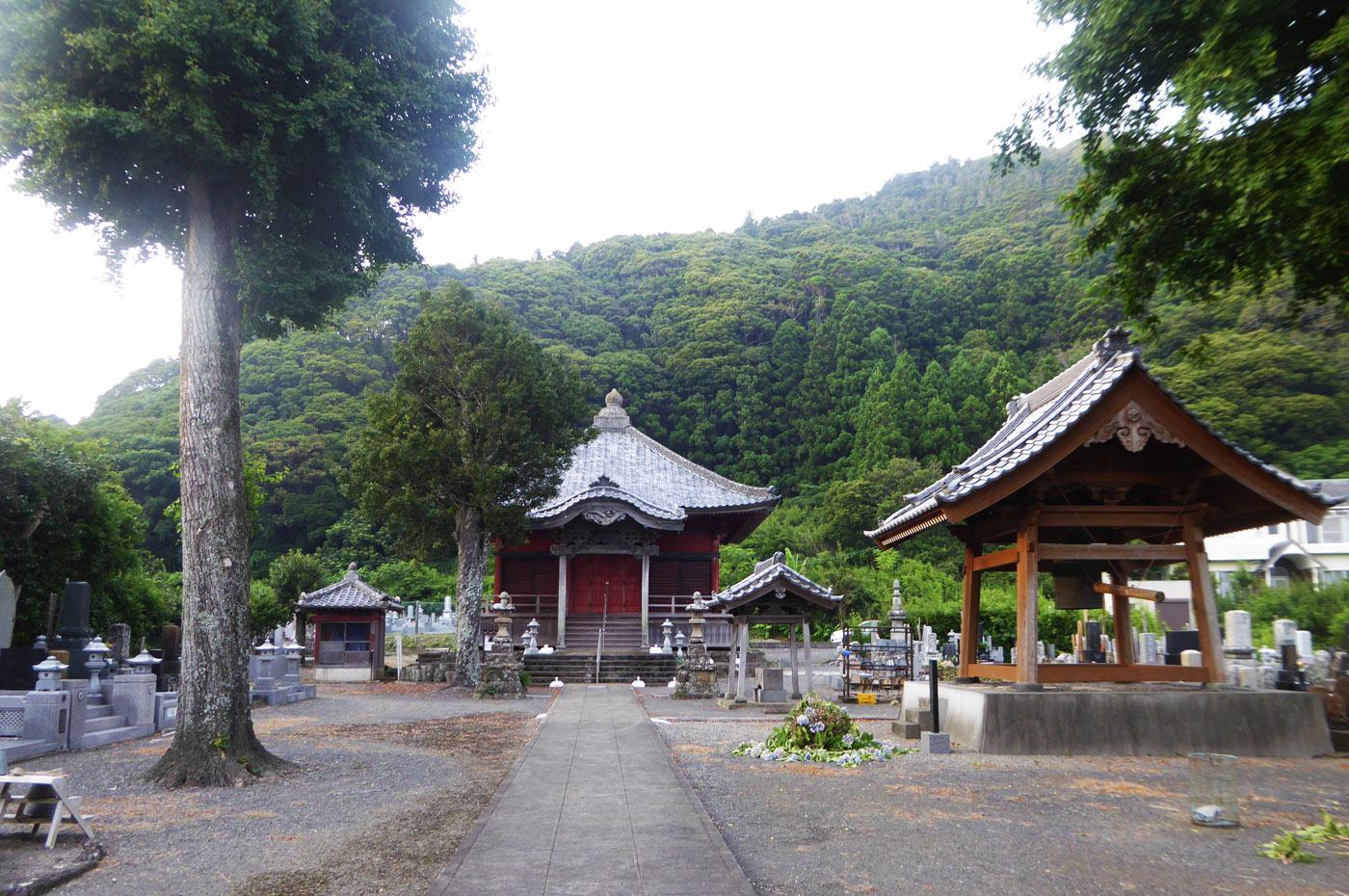 西蓮寺境内の画像