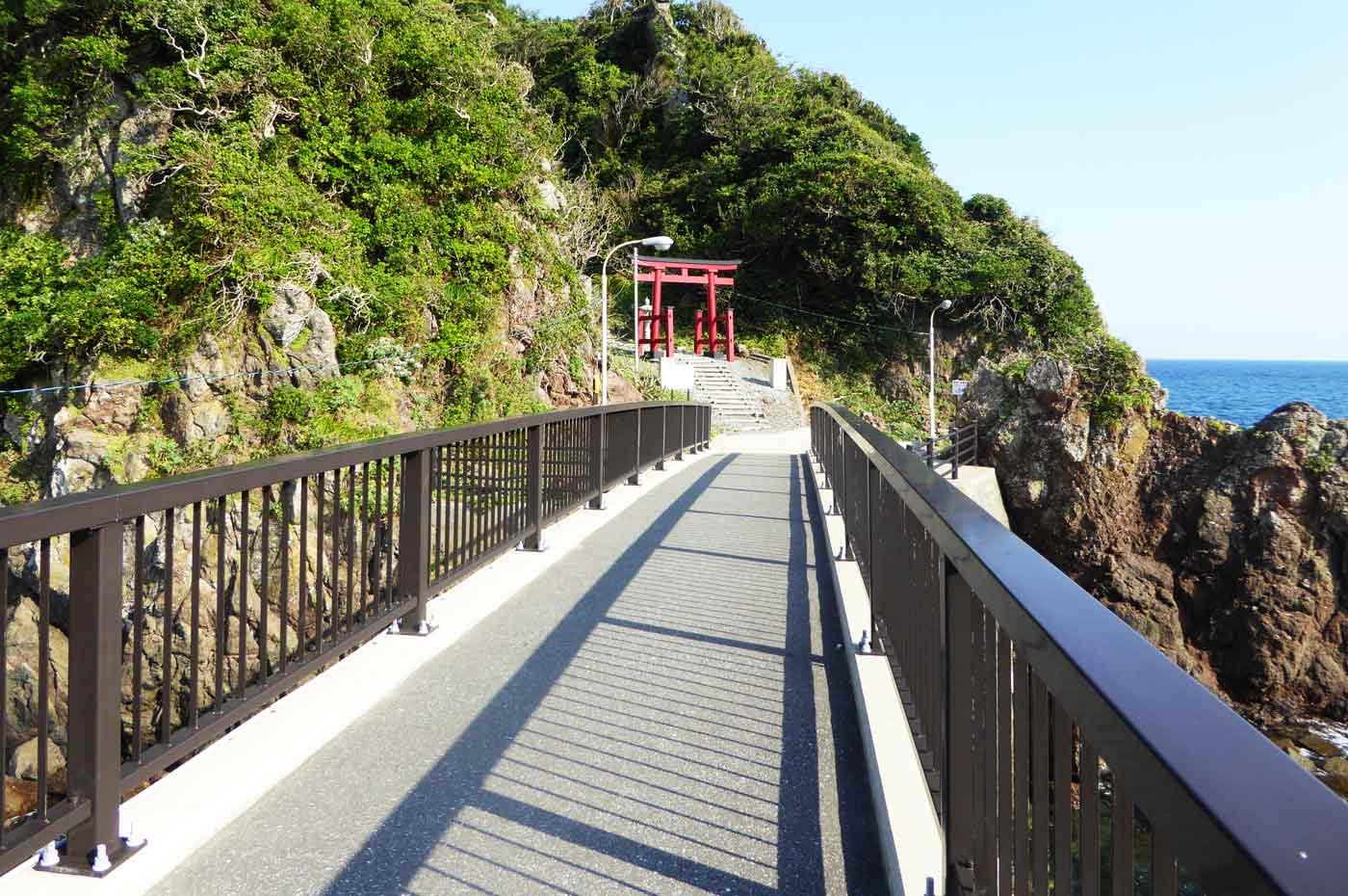 弁天島への橋