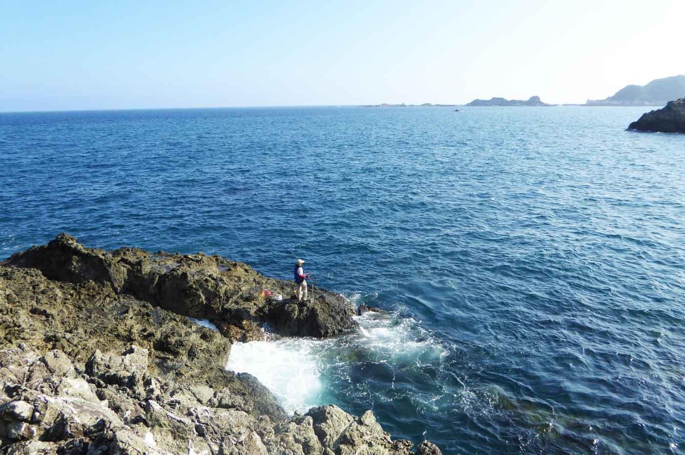 弁天島右側の釣り場