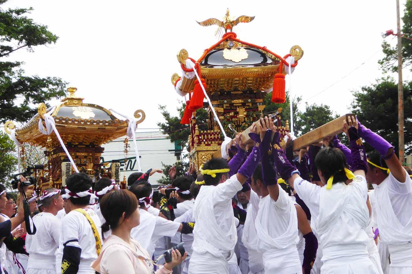 高皇産霊神社と莫越山神社の神輿