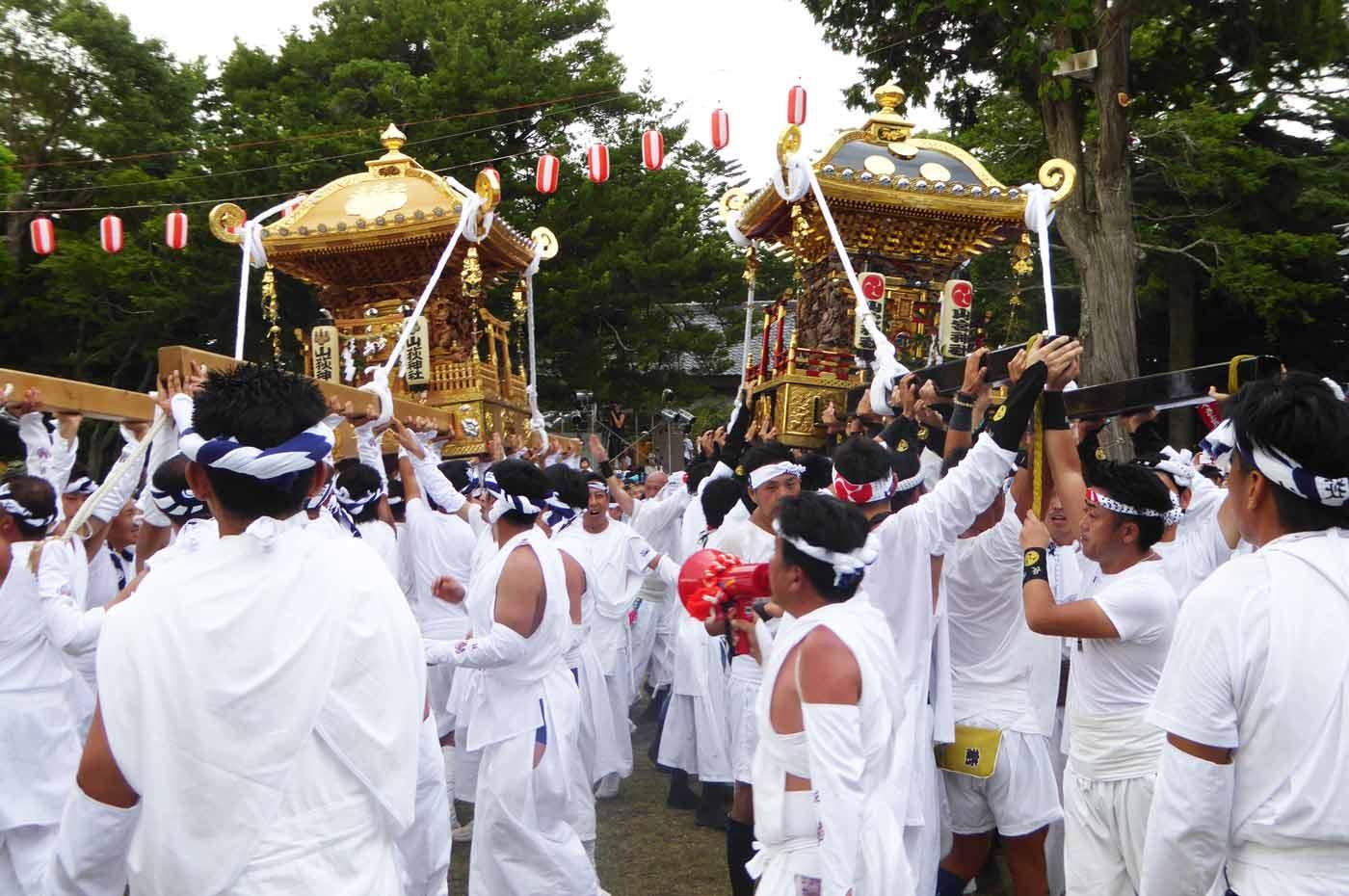 山宮神社と山荻神社の神輿