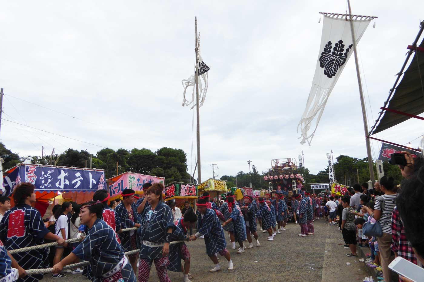 八幡神社を出る南町の屋台