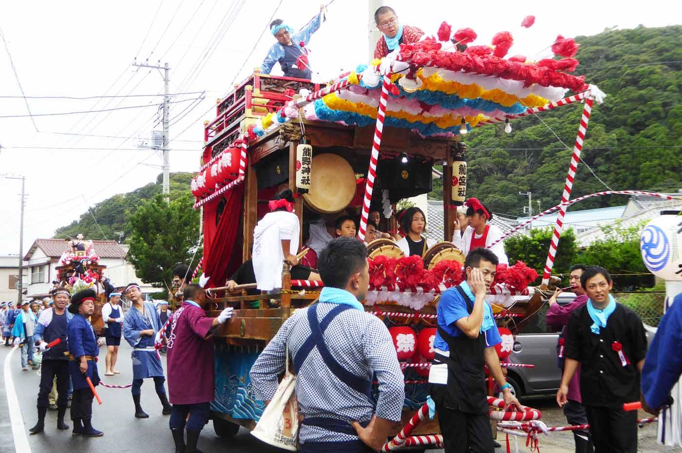 和田区の山車と小浦区御舟の画像