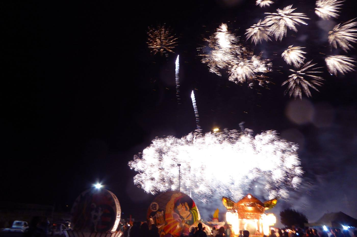 みよしの夜祭りの打ち上げ花火の画像