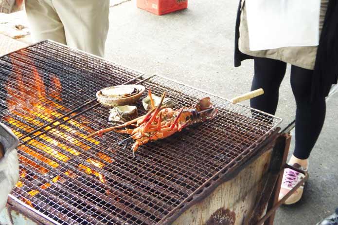 海鮮バーベキュー アワビとイセエビの炭火焼き
