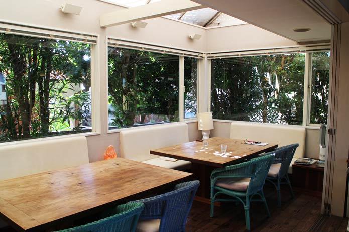 1階カフェ海側の席