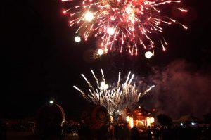 みよしの夜祭りの花火