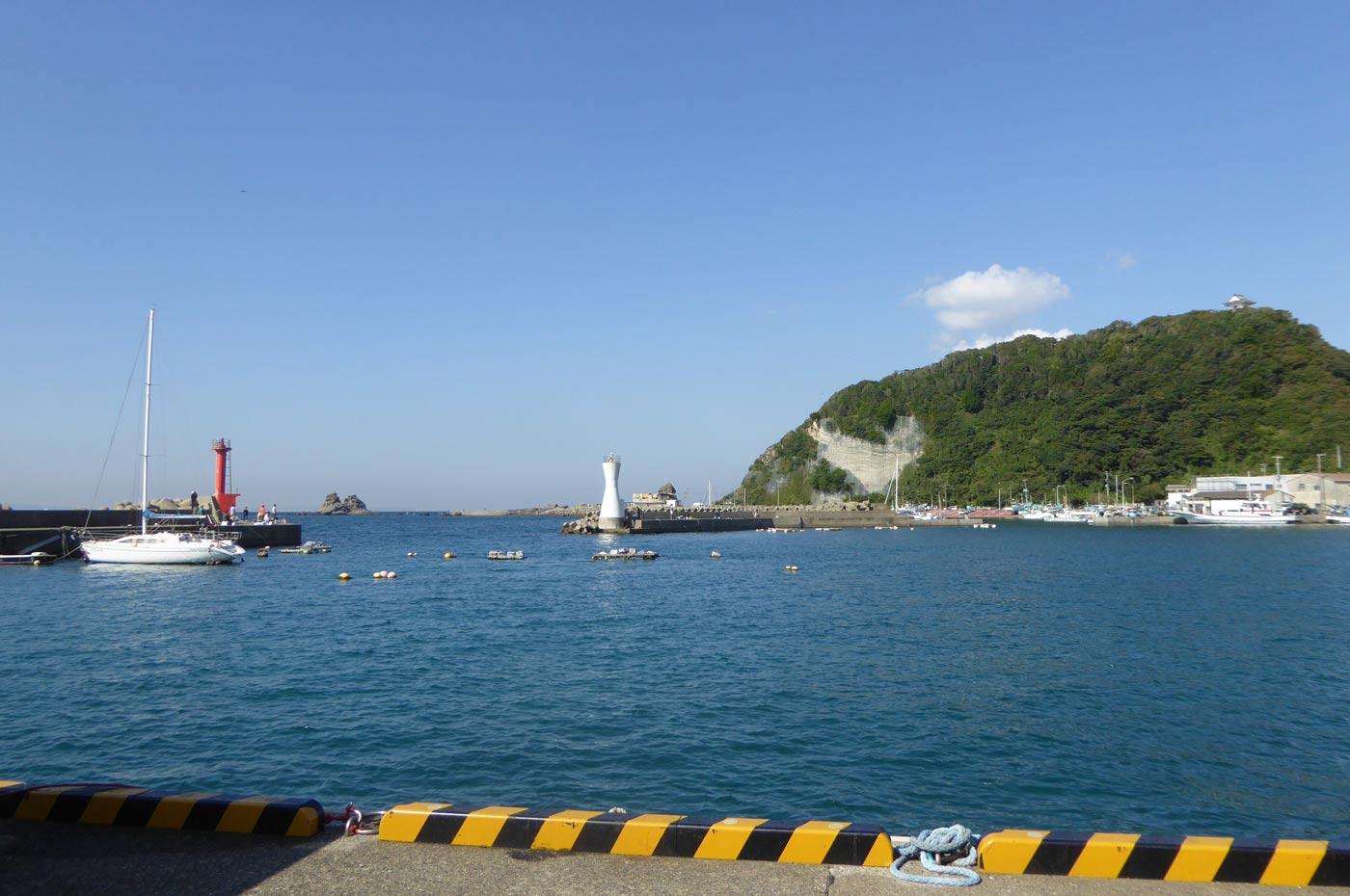 勝山港の全景
